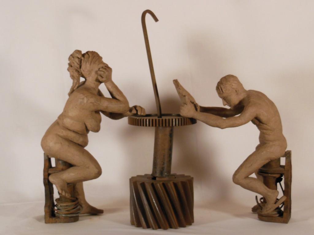 sculpture couple . Terre cuite et engrenages métalliques