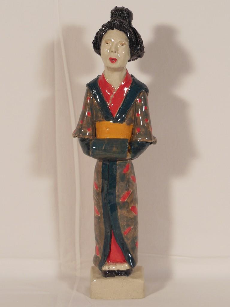 Geisha en terre cuite émaillée