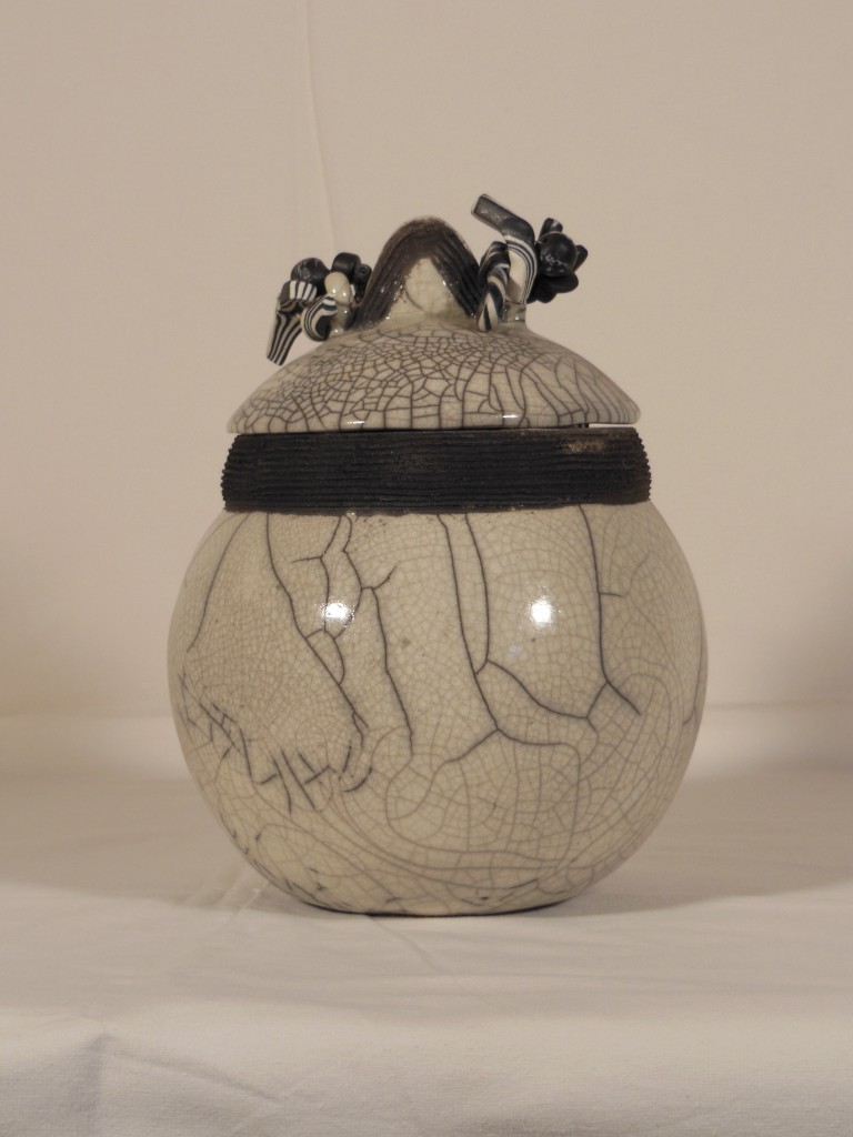 Pot avec couvercle en raku